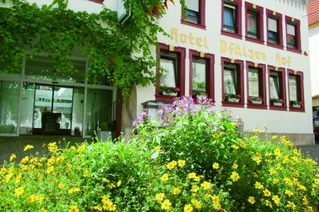 Hotelfront Sommer_Pfälz. Hof_klein