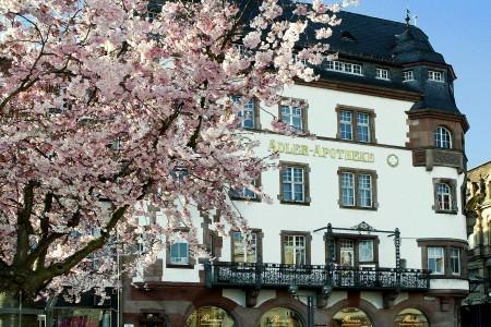 Rathausplatz, Adler Apotheke