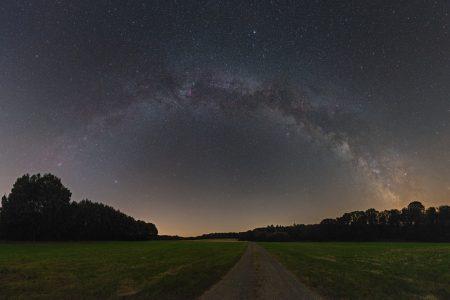 Sternenhimmel über Schmalenberg im Pfälzerwald (Foto: Christian Mücksch)