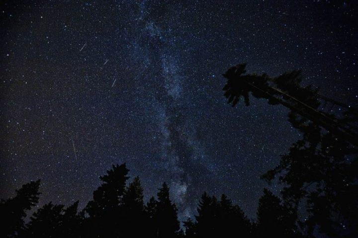 Sternenhimmel mit Sternschnuppen