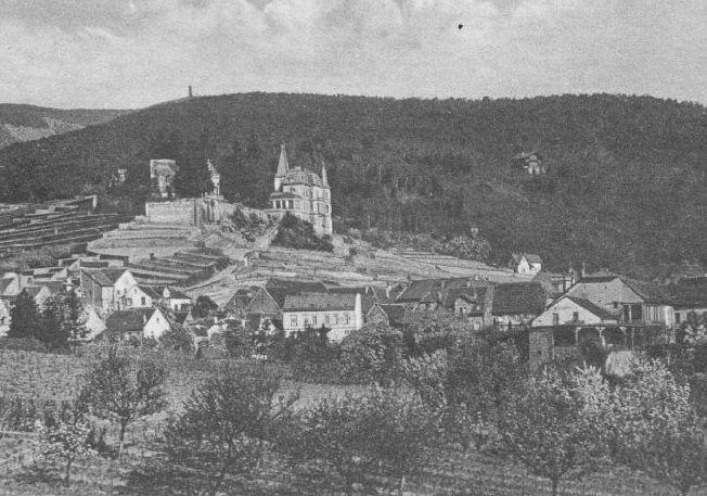 Ein Foto aus dem 1910 zeigt den Blick auf das Dorf Haardt mit dem Haardter Schloss.